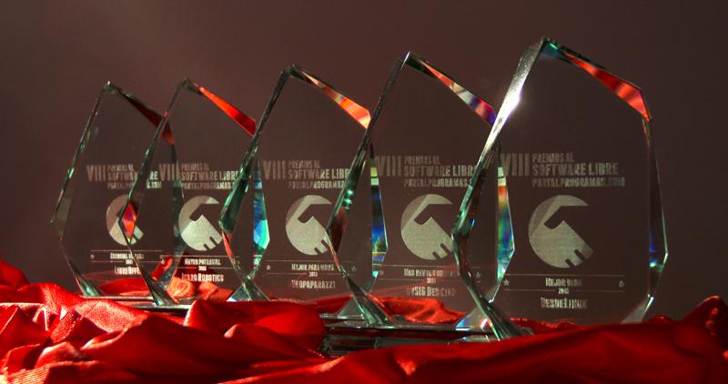Los trofeos de los ganadores de los Premios PortalProgramas 2016