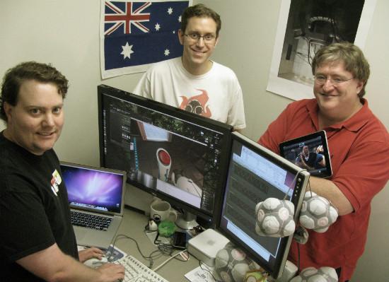 Los responsables de Steam probando Portal 2 para Mac